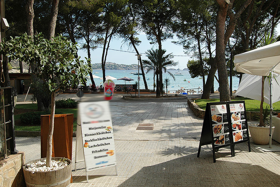 Tip: best-introduced bistro / take away in Paguera in Mallorca with a dream view of the sea to transfer